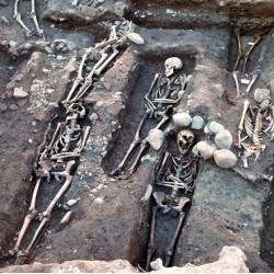 1000 ans d'évolutions et de révolutions dans les pratiques funéraires médiévales : l'exemple de Toulouse